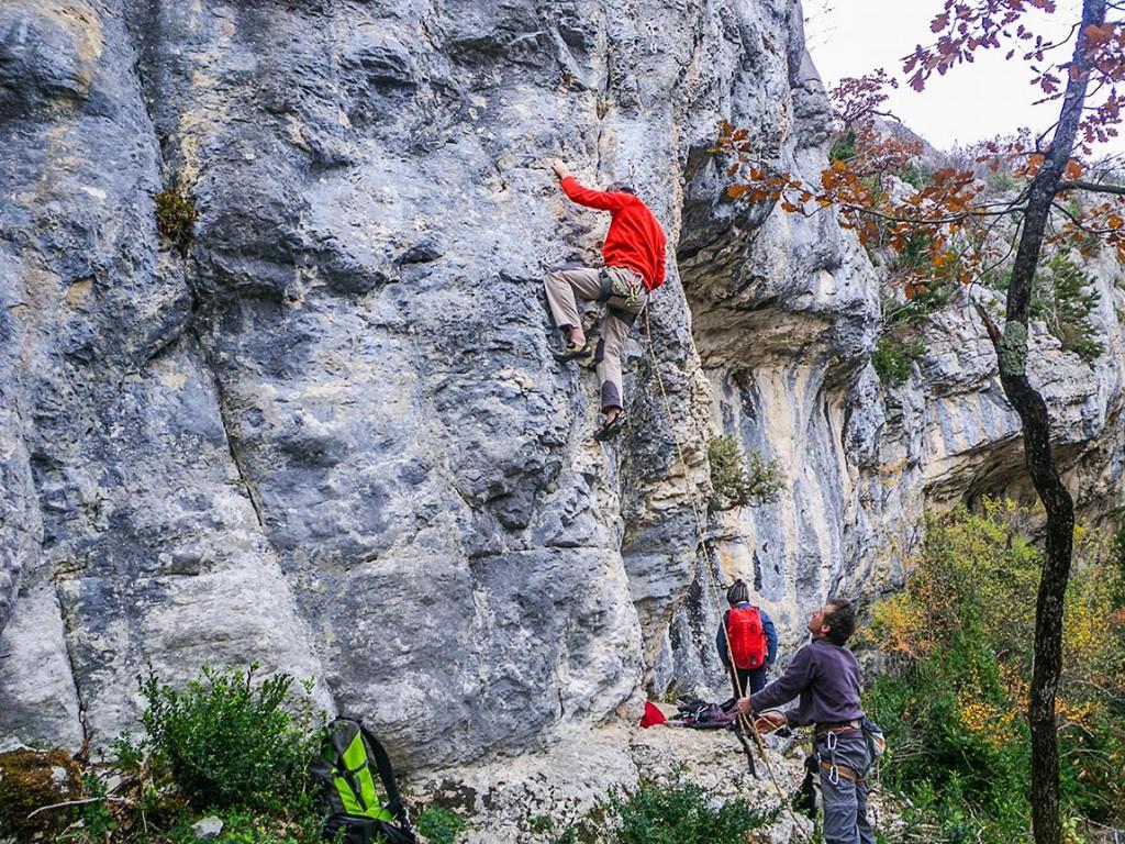 Michel dans Barrak à Frites, falaise de Presles, secteur Festival 6b