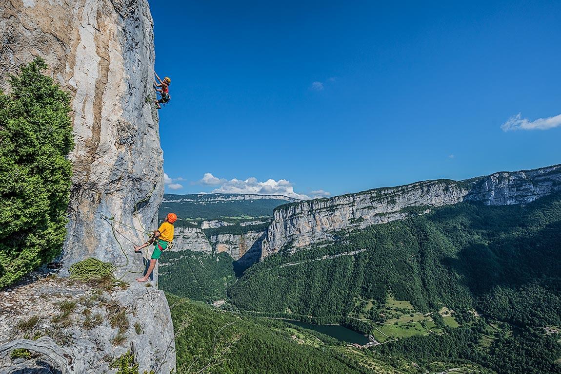Bernard Gravier et Véronique dans Gazogum sur la falaise de Presles, secteur Daladom