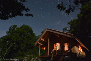 Cabane de la prairie by night